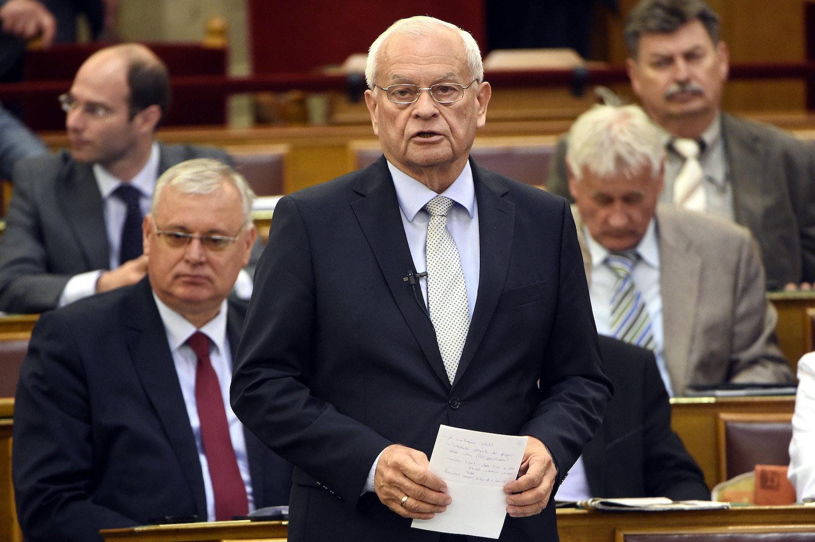 Budapest, 2016. június 13. Harrach Péter, a KDNP frakcióvezetője napirend előtt felszólal az Országgyűlés plenáris ülésén 2016. június 13-án. MTI Fotó: Kovács Tamás